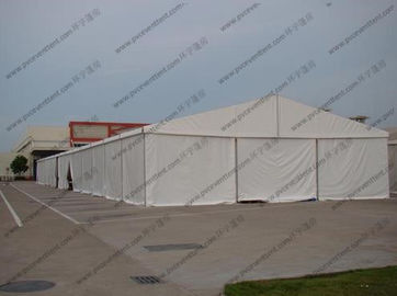 China Transparent Temporary Storage Tents 25 x 100m Alumunium PVC Or Sandwich Panel Sidewalls factory